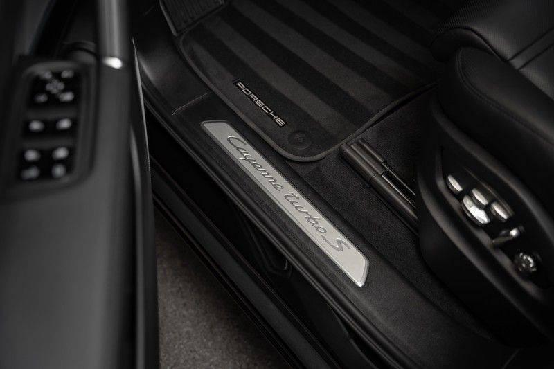 Porsche Cayenne Turbo S Hybrid Burmester Sport Design Sport Uitlaat 4.0 Turbo S E-Hybrid afbeelding 25