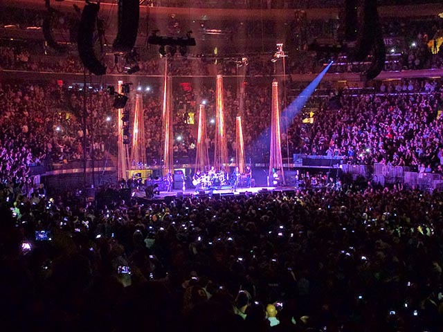 Pants and Fizz see Temple of the Dog at Madison Square Garden in New York City in 2016