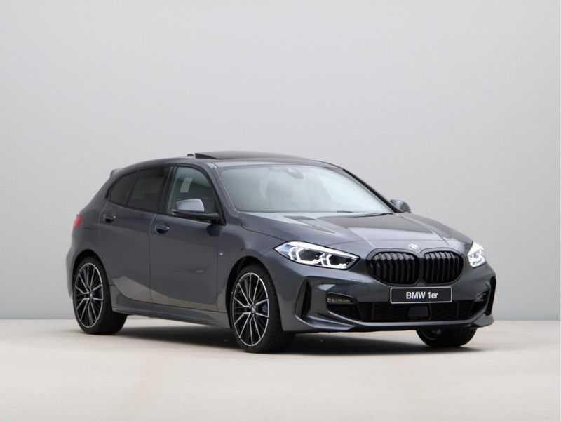 BMW 1 Serie 118i High Exe. M-Sport afbeelding 6