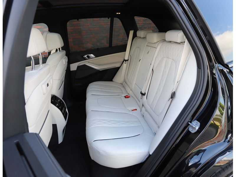 BMW X5 M50i X-Drive *Head-Up*Trekhaak*Laser* afbeelding 16