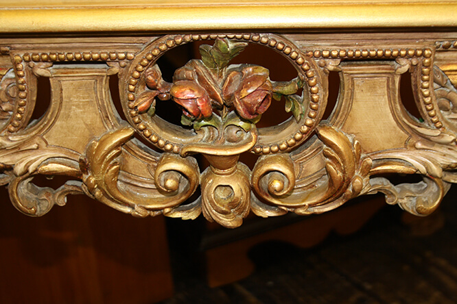 A FINE COLLECTION OF CARVED, PAINTED AND GILDED ITALIAN FURNITURE 4