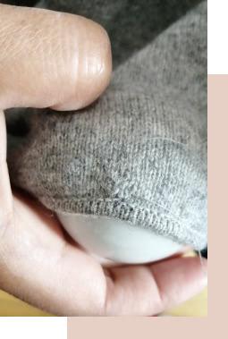 réparer trou de mite pull