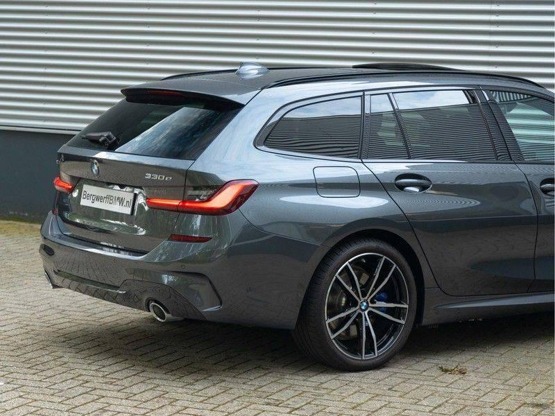 BMW 3 Serie Touring 330e xDrive M-Sport - Panorama - Active Cruise - Harman Kardon - Camera afbeelding 10