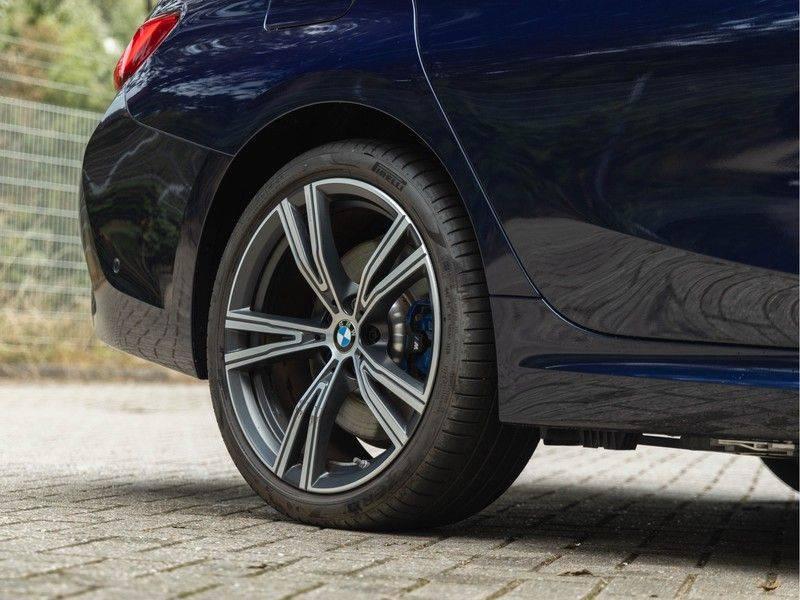 BMW 3 Serie 330e M-Sport - Individual - Dak - ACC - Harman Kardon - Trekhaak afbeelding 11