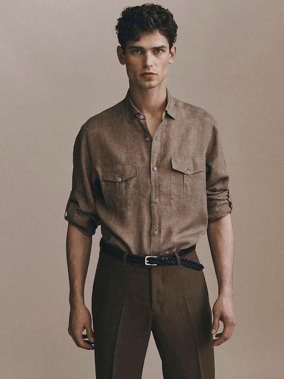 Homme portant une chemise en lin marron
