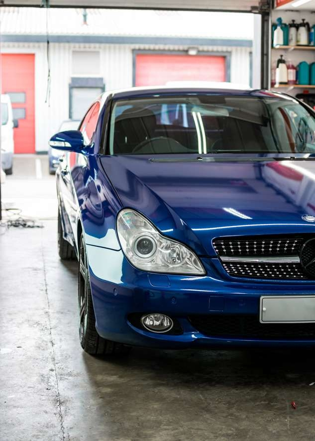 Blue Mercedes CLS car vinyl wrapping from grey to blue colour