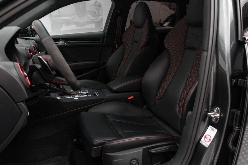 "Audi RS3 Sportback 2.5 TFSI 400pk Quattro Panoramadak BlackOptic B&O Sportstoelen Led-Matrix Navi/MMI DriveSelect Carbon ACC Keyless Camera 19"" Pdc afbeelding 2"