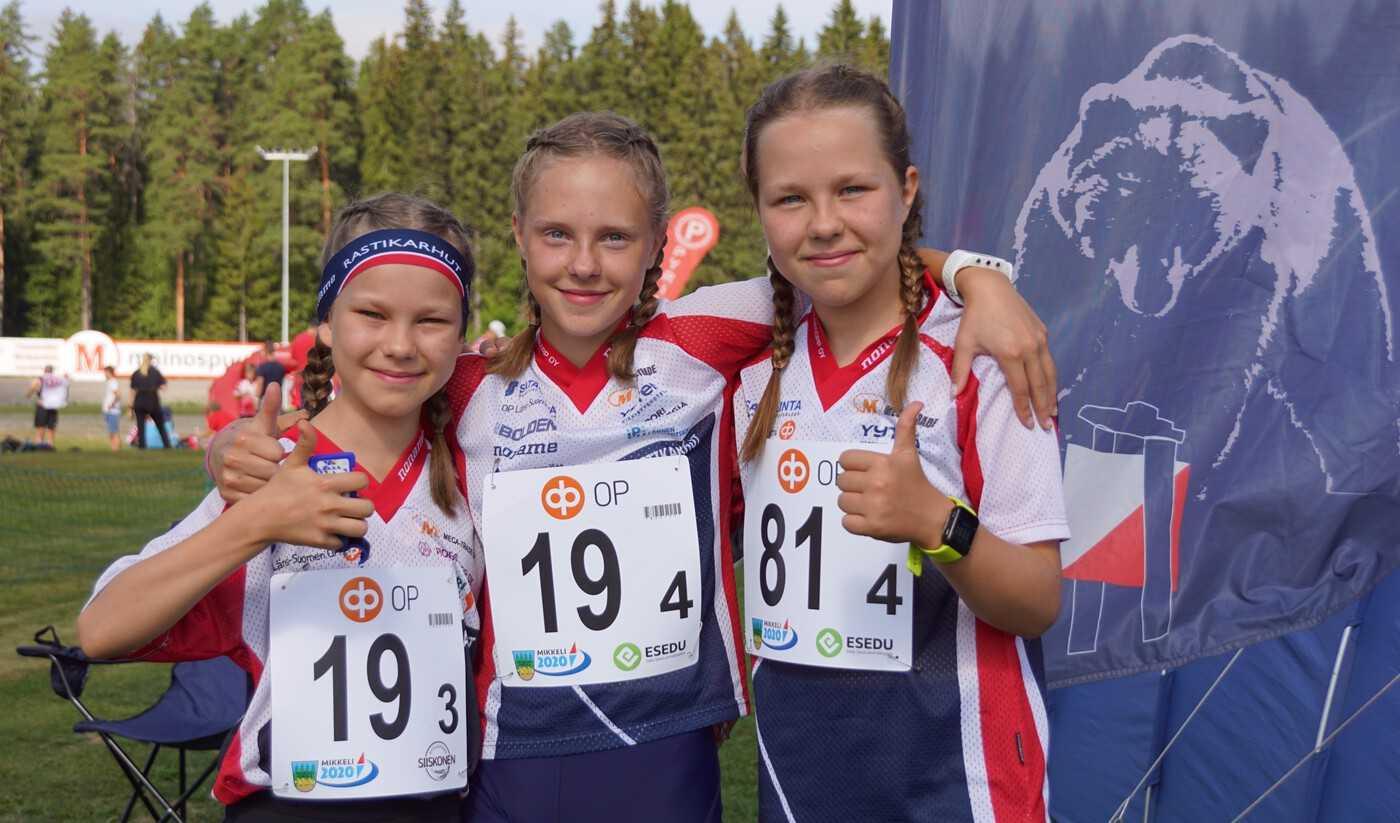 Raastikarhujen suunnistajia Nuorten Jukolassa kesällä 2020.