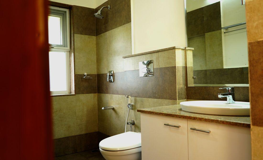Bathroom in the main level toilet