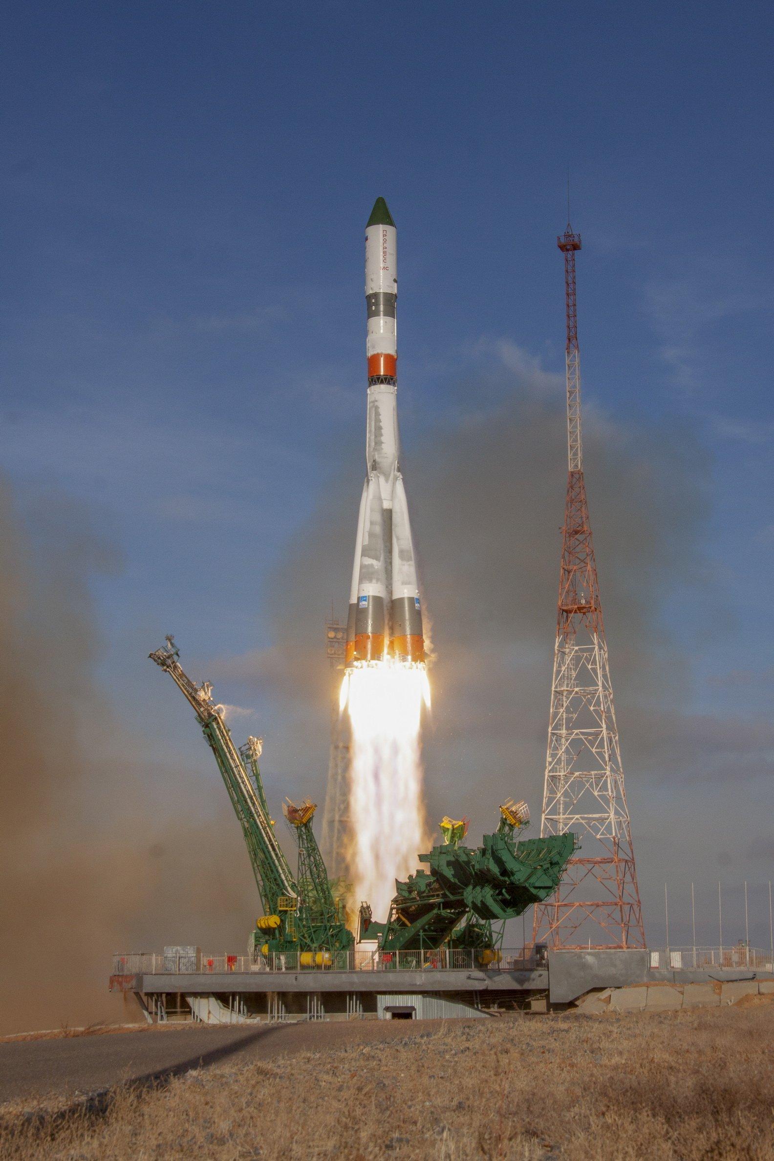 Imaginea 1: Lansarea capsulei Progress MS-13 spre ISS la bordul unei rachete Soyuz-2.1a de la Baikonur (Sursa foto: Roscosmos)