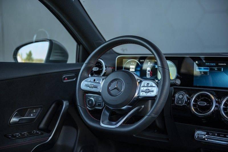 Mercedes-Benz A-Klasse 180 Business Solution AMG Panoramadak + BTW + Nieuwprijs: €43.000 afbeelding 4