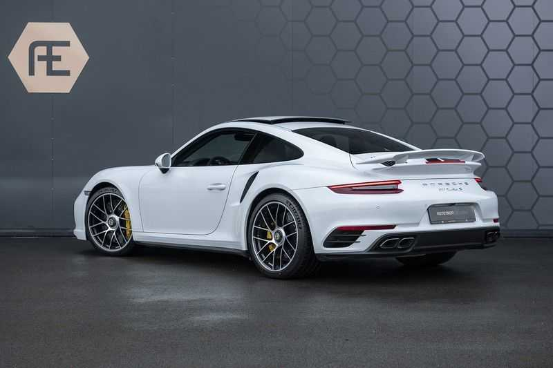 Porsche 911 Turbo S 991.2 3.8 Carbon seats + Keramisch + 4-wiel best. + NP € 331.000,- + Dak + Carbon + Bose + Carplay + ACC afbeelding 2