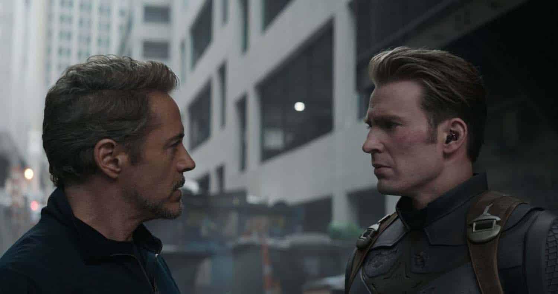 Robert Downey Jr. como Tony Stark e Chris Evans como Capitão América Steve Rogers em cena de Vingadores: Ultimato