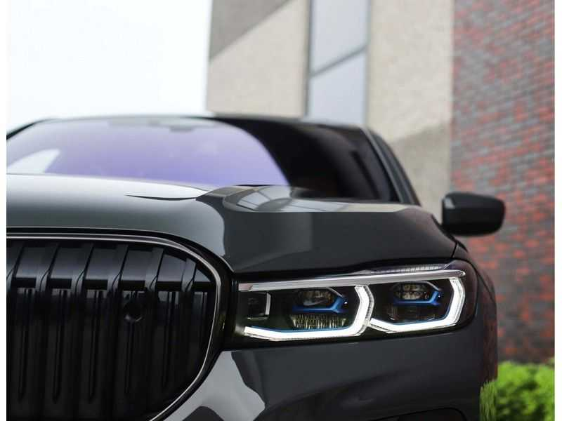 BMW 7 Serie M760Li xDrive *Dravit grey*Executive seats*Sky Lounge*Full option* afbeelding 7