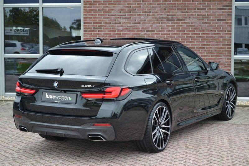 "BMW 5 Serie Touring 530d 286pk M-Sport Pano DA+ PA+ Laser 21"" Adp-drive HUD afbeelding 17"