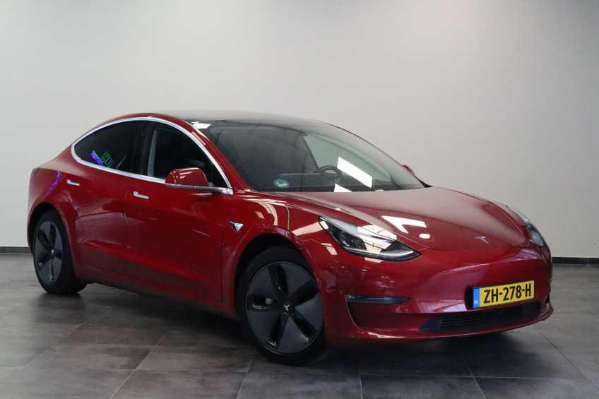 "Tesla Model 3 Long Range   prijs ex.btw 45950,-   FSD! Rood Zwart Navigatie 18""LM 4% Bijtelling Privacy glas 351 PK!"