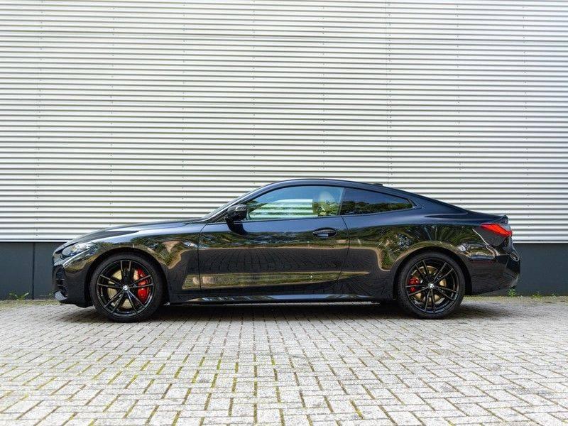 BMW 4 Serie Coupé M440i xDrive - High Executive - M-Remmen - Harman Kardon - Driving Ass Prof afbeelding 6