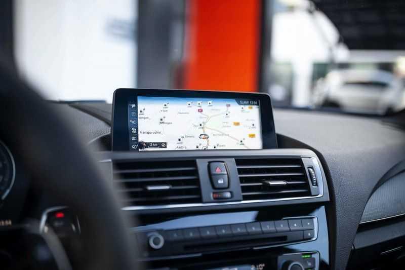 BMW M2 Coupé DCT *M-Performance uitlaat / LED stuur / H&K / Comp. velgen* afbeelding 16
