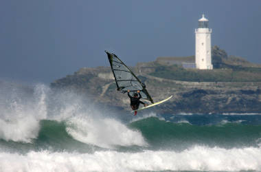 Performance website depicted as high performing windsurfer