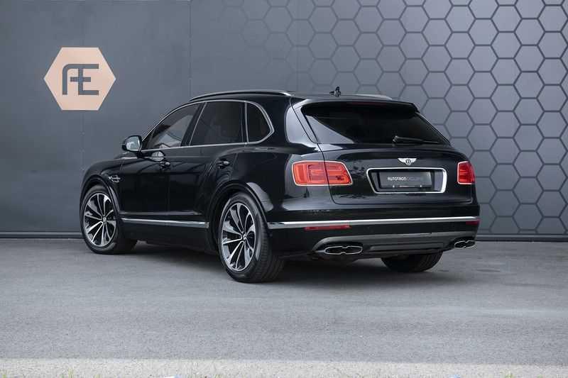 Bentley Bentayga 4.0 D (BTW AUTO) Elektrische trekhaak + Apple Carplay + Adaptive Cruise + Nachtzicht + Werkelijk in nieuwstaat afbeelding 2