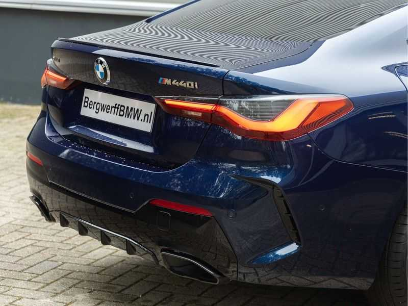 BMW 4 Serie Coupé M440i xDrive M-Sport - Head-up - Dak - Camera - DAB afbeelding 3
