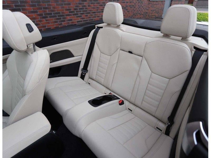 BMW 4 Serie Cabrio M440i xDrive *Trekhaak*Nekverwarming*Head-Up* afbeelding 22