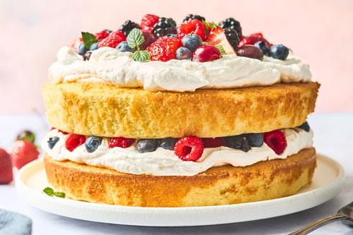 Vanilla Sponge Cake Recipe With Berries and Cream