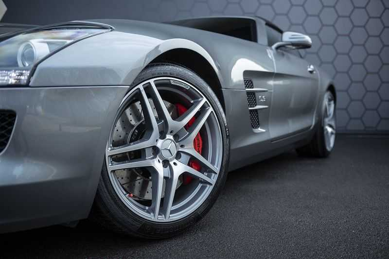 Mercedes-Benz SLS Roadster 6.3 AMG Carbon Pack + MIDDLE GRAY HIMALAYAS + Full Carbon Motor afdekking afbeelding 15