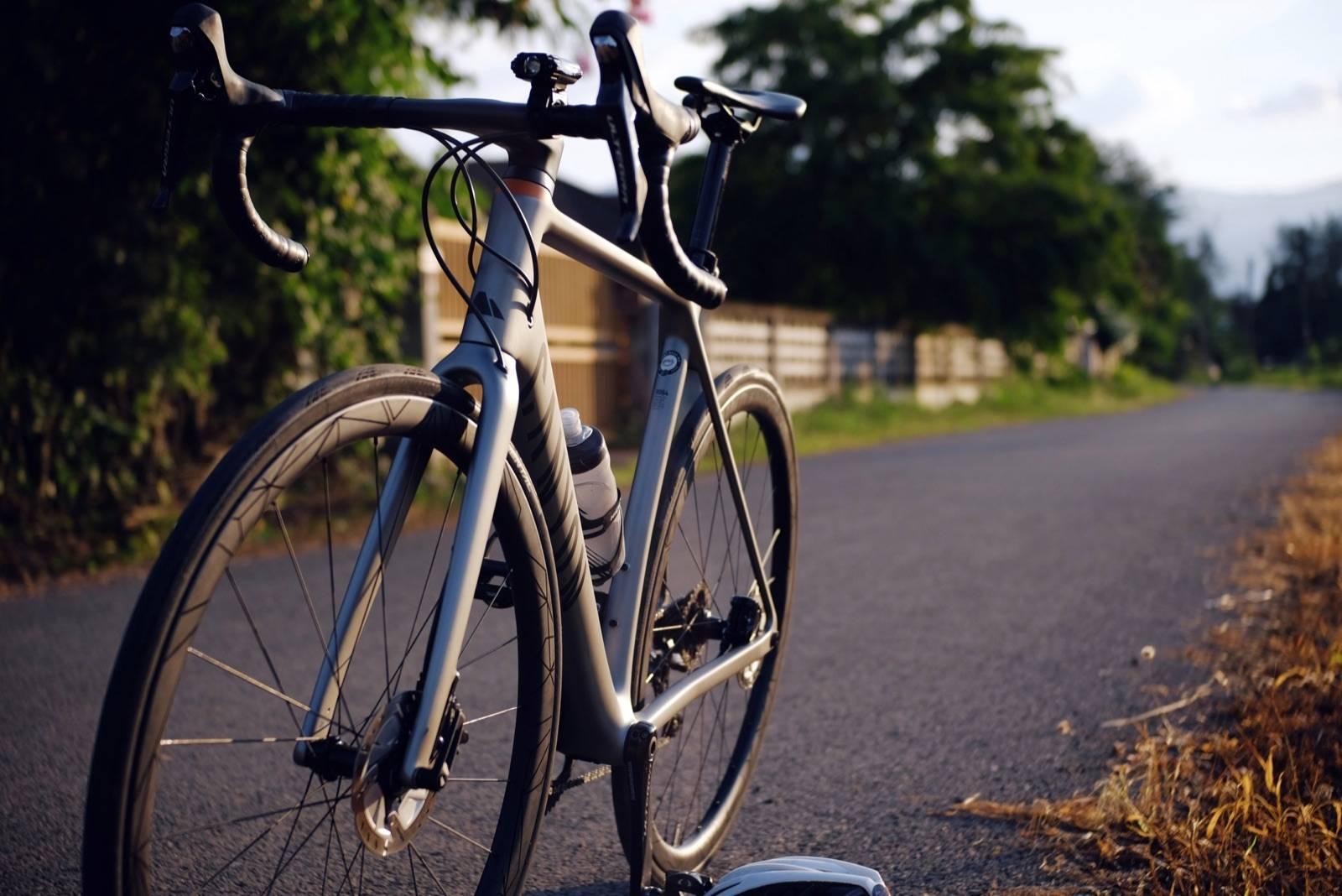 รถจักรยาน Canyon Endurace CF SL ในตอนเย็น