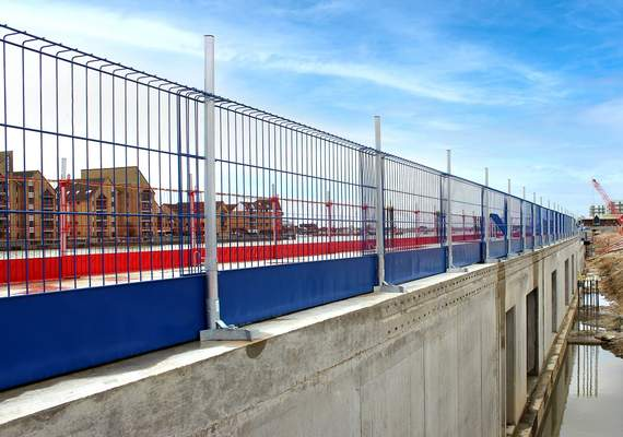 Edge protection safety fencing
