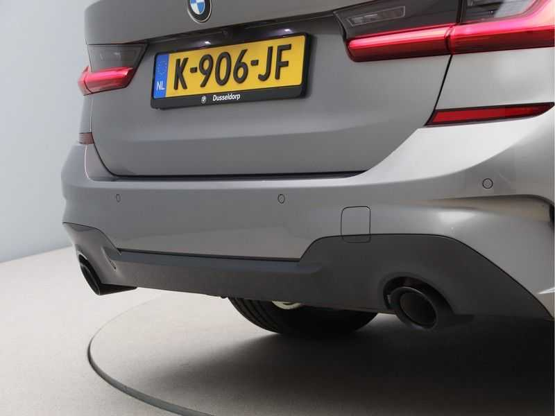 BMW 3 Serie Touring 318i Executive Model M Sport afbeelding 21