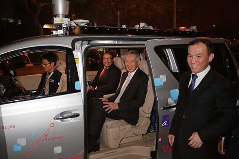 Prime Minister Lee Hsien Loong in a self driving vehicle