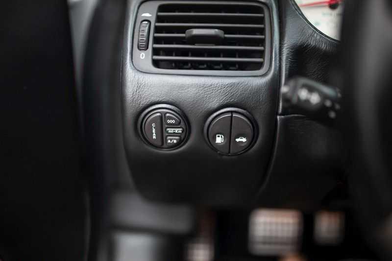 Aston Martin V12 Vanquish 5.9 *Absolute nieuwstaat!* afbeelding 20
