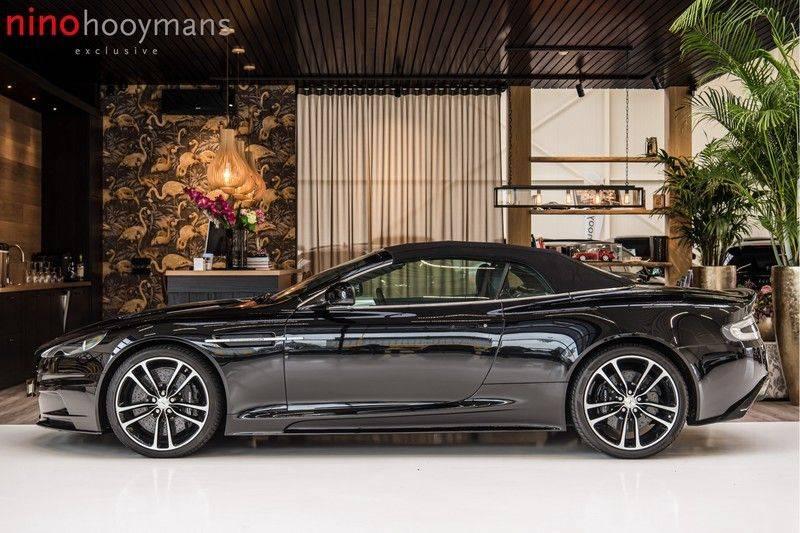 Aston Martin DBS Volante 6.0 V12 Black Carbon Edition afbeelding 3