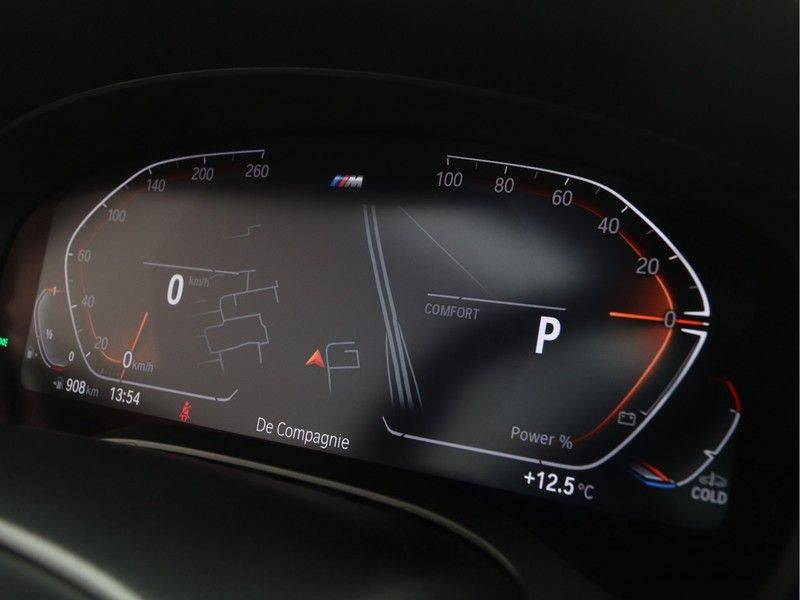 BMW 5 Serie Touring 520i High Executive M-Sport Automaat afbeelding 3