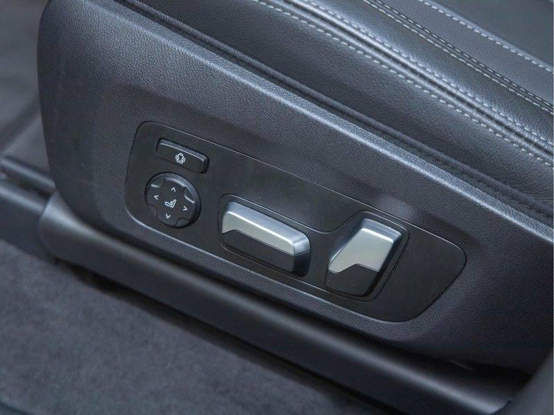 BMW iX3 High Executive - Direct Beschikbaar! afbeelding 21
