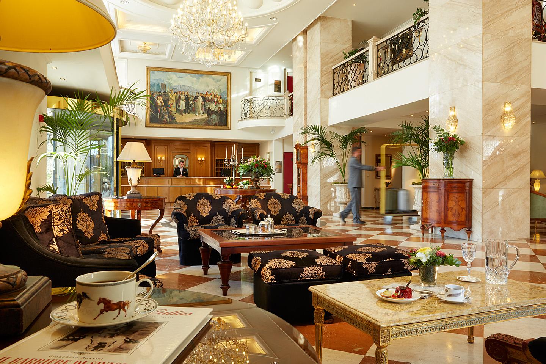 04 - Lobby Lounge