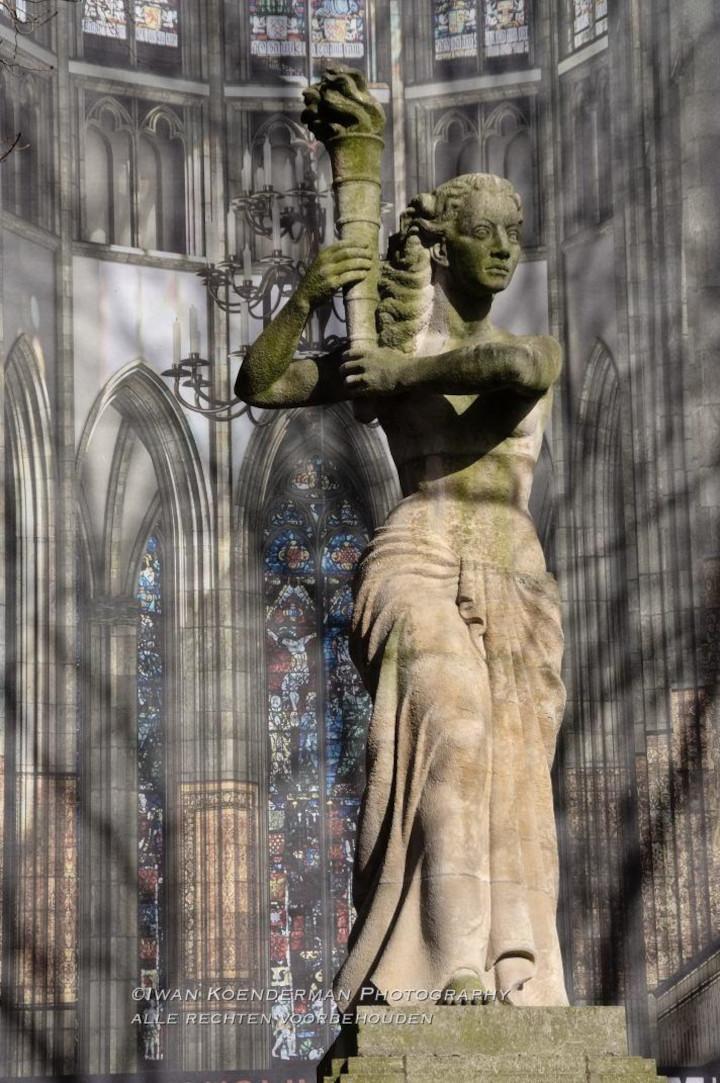 Foto van het vrijheidsbeeld in Utrecht op Domplein | advies en ondersteuning in social selling aan mkb