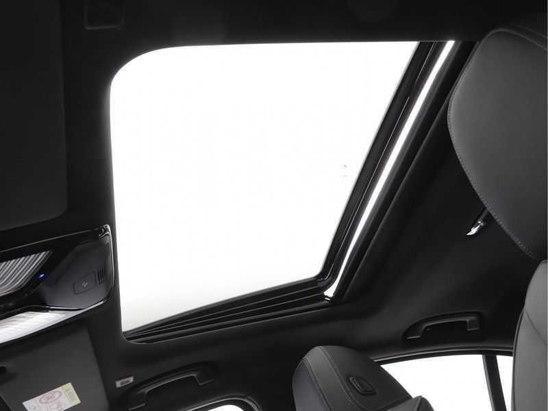 BMW 3 Serie 320i High Executive Model M Sport afbeelding 14