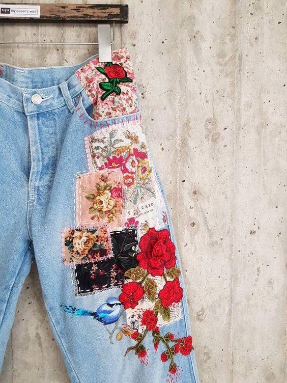 Pantalon avec patchs et broderies