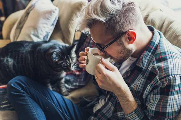 met die koffie drinkt