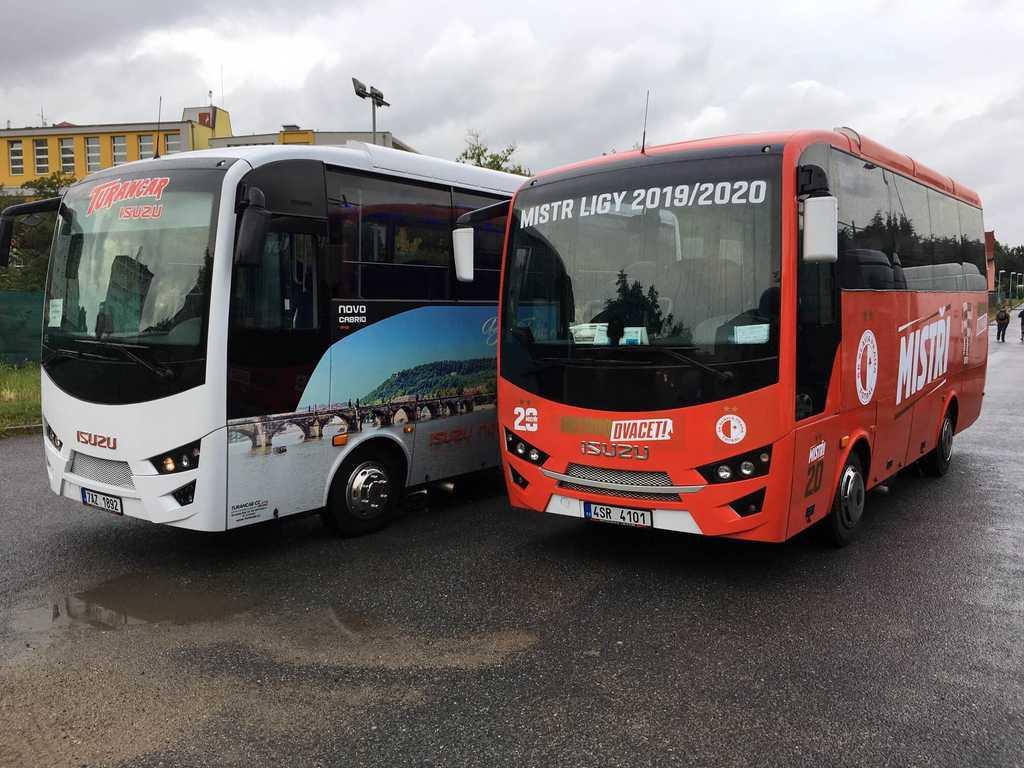Autobusy ISUZU vezly Slavii  - mistra ligy