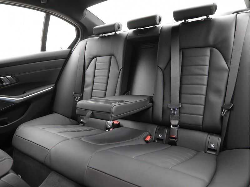 BMW 3 Serie 330e High Exe M-Sport Aut afbeelding 17