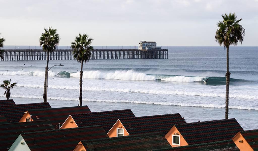 Scenic photo of a pier