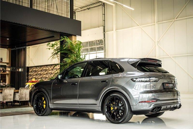 Porsche Cayenne 4.0 Turbo   Head-Up   Carbon   Panorama   3D Camera   BOSE   Trekhaak   Afwijkende stikselkleur   Stoelventilatie   NP 252.000! afbeelding 7