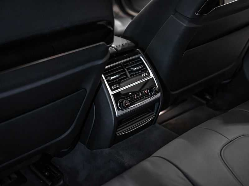 BMW 7 Serie 740e iPerformance M sport | €49.000,- Ex BTW| NP€135.000,-| Massagestoelen | Soft close | 20 inch | Surround view | Harman kardon afbeelding 13