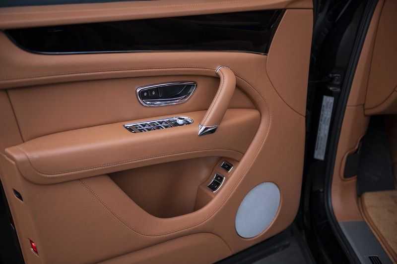Bentley Bentayga 4.0 D (BTW AUTO) Elektrische trekhaak + Apple Carplay + Adaptive Cruise + Nachtzicht + Werkelijk in nieuwstaat afbeelding 16