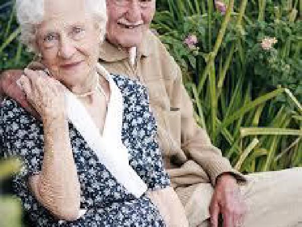 미국인 기대수명, 남성(76.4세) 여성(81.4세)…감소현상