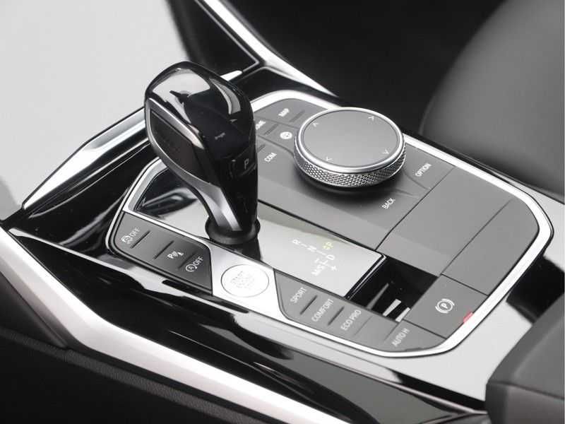BMW 3 Serie Sedan 318i Executive Sport Line Automaat afbeelding 21