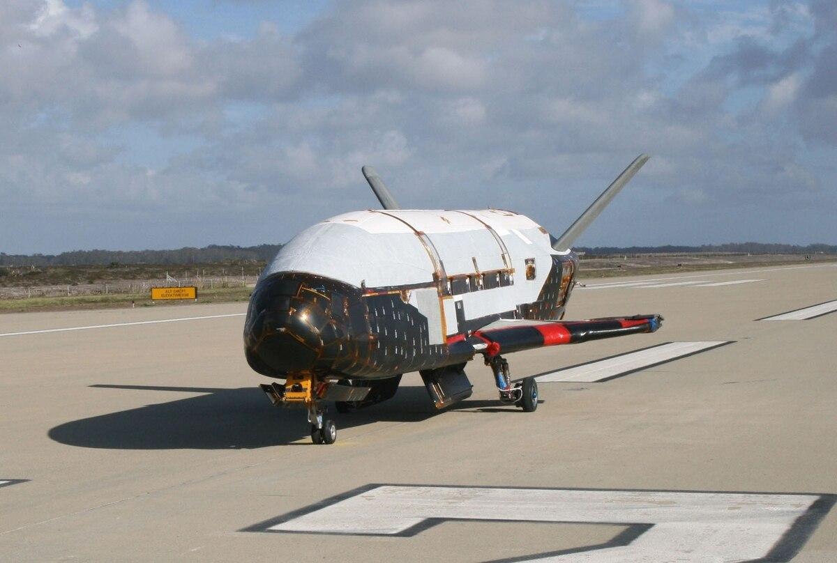 Figure 1: Naveta spațială autonomă X-37B în 30 martie 2010, înainte de primul său zbor (Foto: USAF/Boeing)